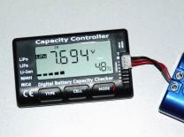 LiPo-Tester Capacity Controller CellMeter-7: Anzeige der Gesamtspannung nach dem Start