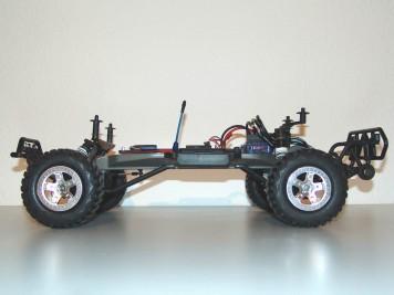 Traxxas Slash 2WD mit hohem Chassis
