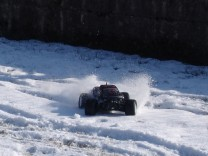 HPI Savage XS Flux im Schnee 18